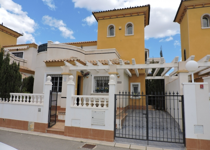 Resale - Semi-Detached Villa - Orihuela Costa - Punta Prima